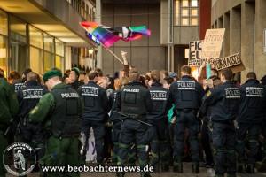 Polizeiaufgebot beim diesjährigen Aufzug der Piusbrüder am 25. April 2014.