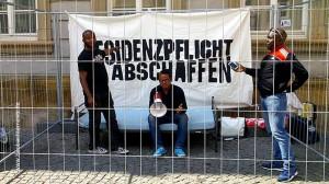 """Symbolischer """"Knast"""" vor dem Rathaus in Schwäbisch Gmünd - Foto: Brita Bamberg"""