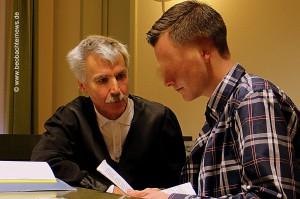Der angeklagte Antifaschist (rechts) mit seinem Rechtsanwalt Martin Heiming