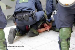 Festnahme eines Gegendemonstranten