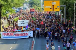 Demozug nach der Zwischenkundgebung im Regierungsviertel -