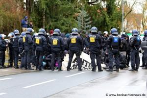 Antifa blockierte Demoroute der Rechten