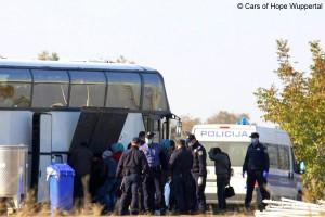 Flüchtlinge nach ihrer Ankunft an der Bosnischen Grenze