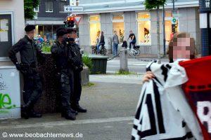 Polizei fotografiert AntifaschistInnen