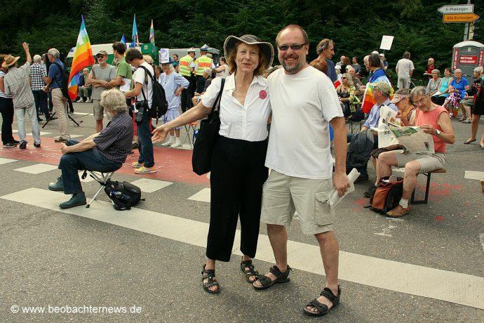 Friedensaktivistin Elsa Rassbach und Roland Blach, Bundessprecher DFG-VK