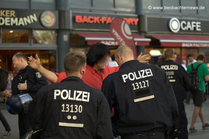 """Polizeiliche """"Durchsuchungsorgien"""""""